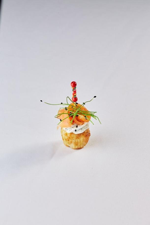 Мини-капкейк с крем-сыром и пряным лососем