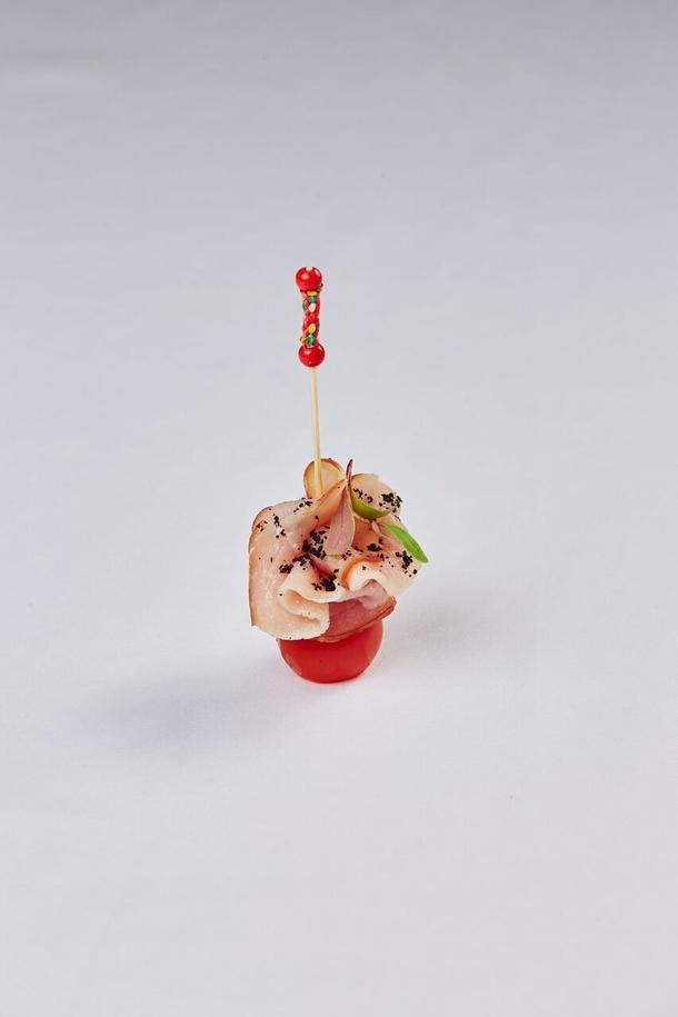Вяленая шейка с томатом черри