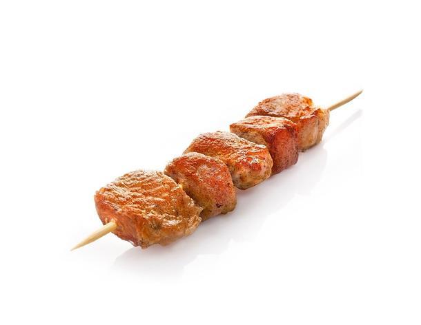 Шашлычки из свиной шеи, перцем и соусом Сацебели