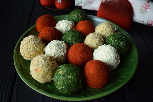 Сырные шарики из сыра Фета в панировке из кунжута/грецкого ореха/паприки/зелени